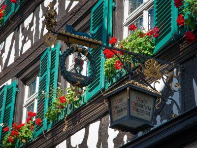 Blick auf die Brauereigaststätte Schlenkerla in Bamberg